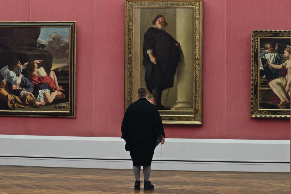 женщина и портрет
