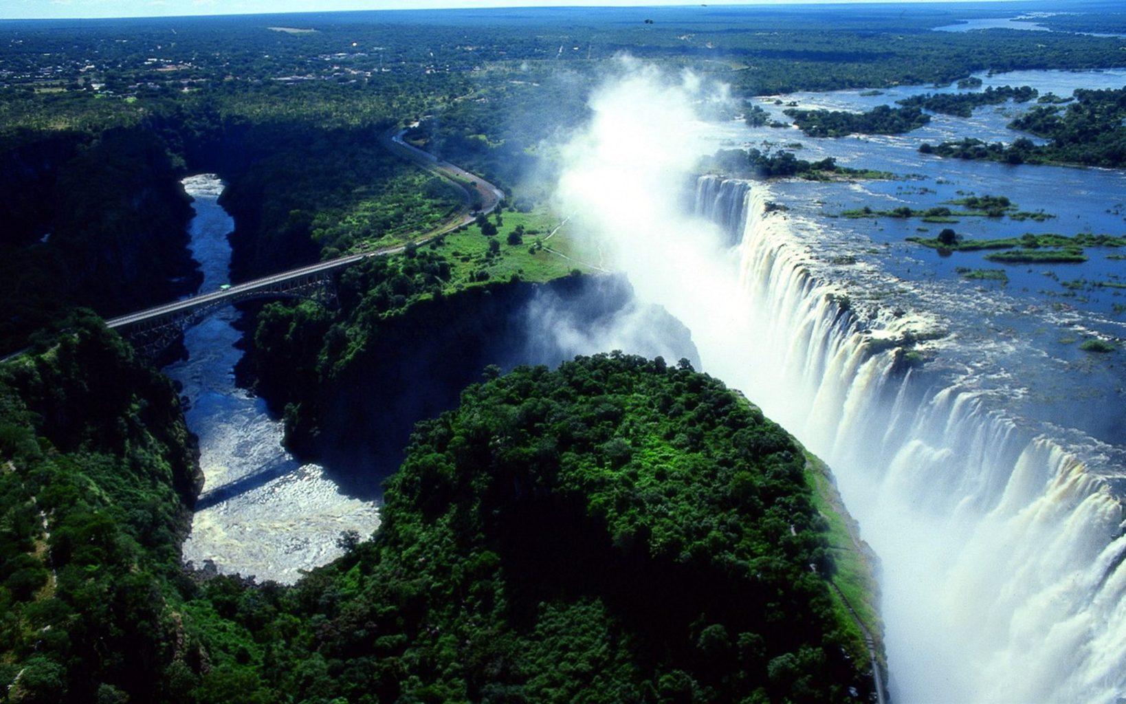 Знаменитый водопад Виктория в Африке катастрофически обмелел