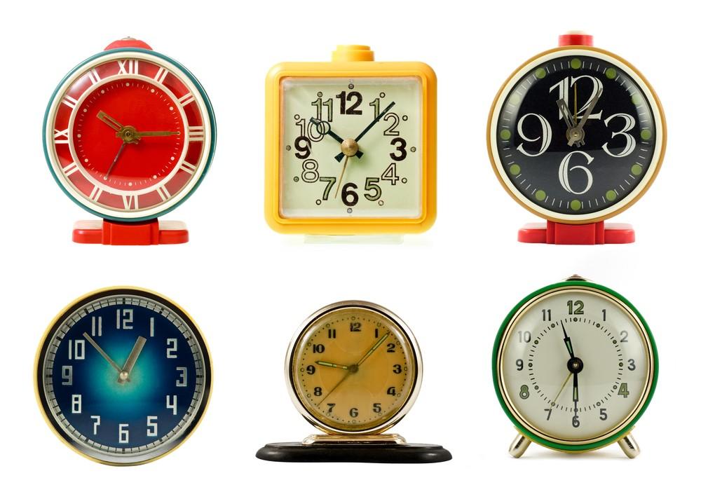время по механическим часам будильники