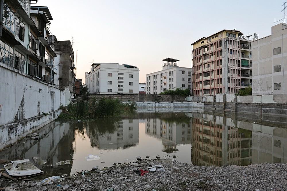 Мировые корпорации закрывают китайские филиалы и эвакуируют сотрудников