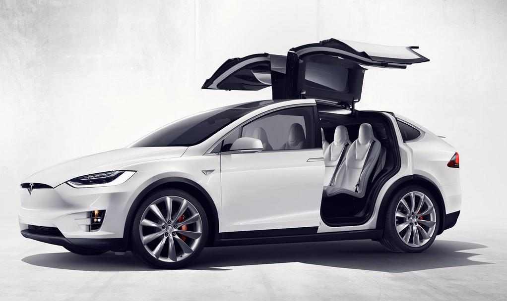 Электрокары Tesla начнут «разговаривать» с пешеходами