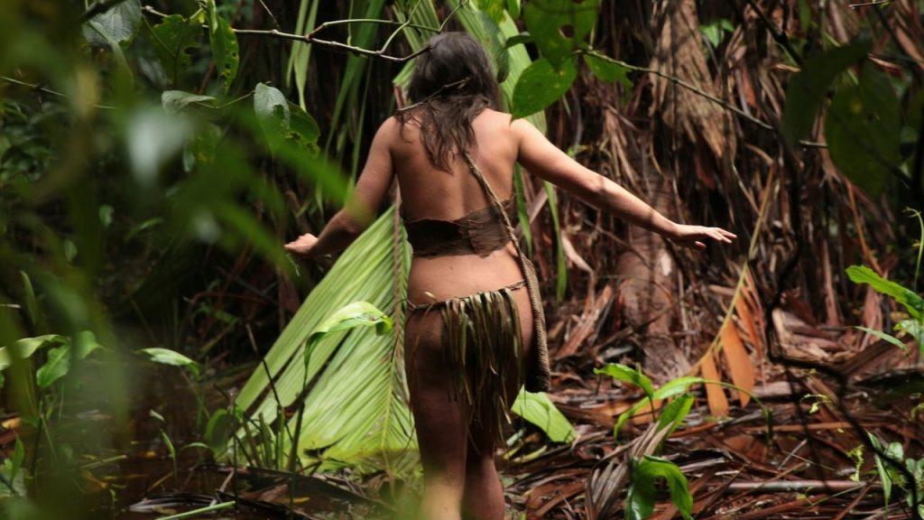 женщина в лесах Амазонии
