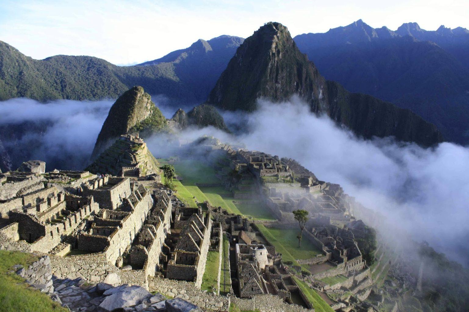 Туристов, осквернивших священный город инков, депортировали, на одного завели уголовное дело