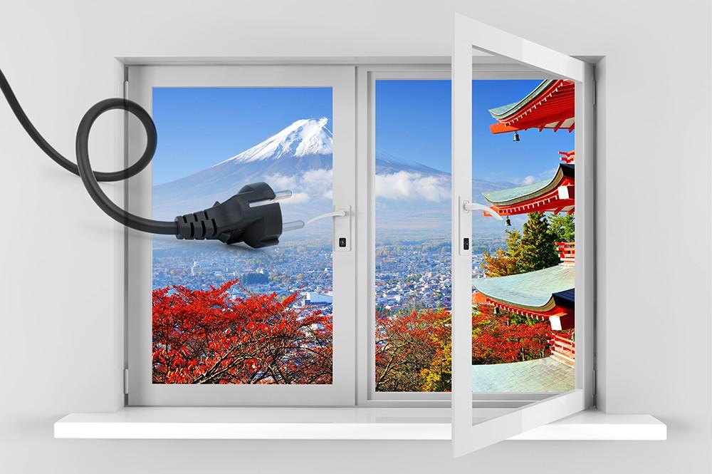 за окном Фудзияма