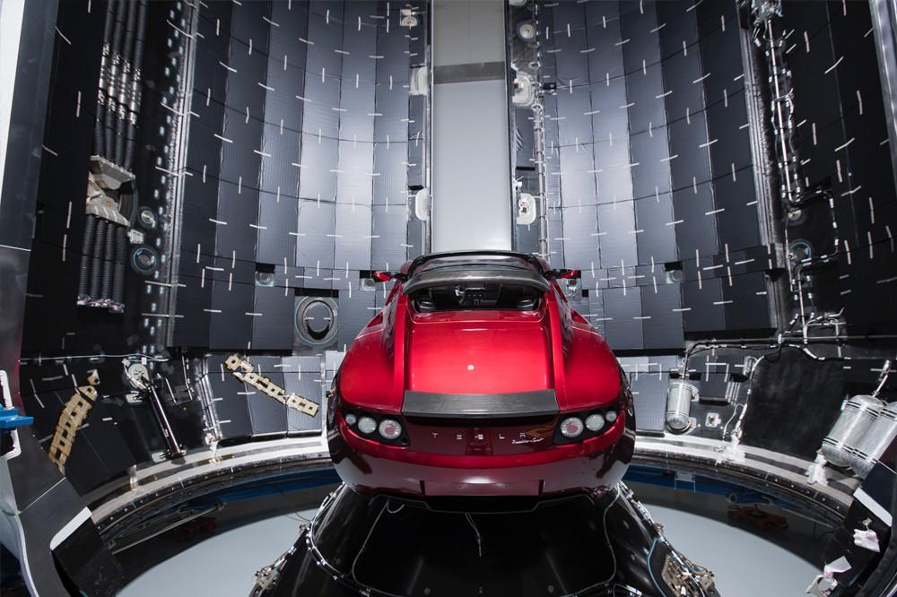 Родстер Tesla набрал скорость 78 599 км/ч