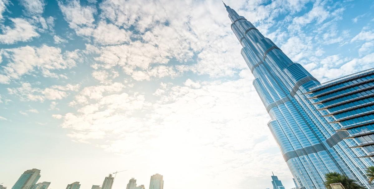 Оставайся сильным, Ухань: Бурдж-Халифа «оделась» в цвета флага КНР