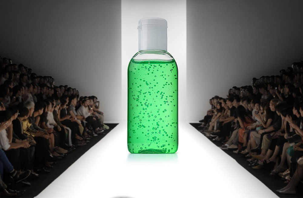 Во Франции модные дома стали выпускать антисептики вместо парфюма