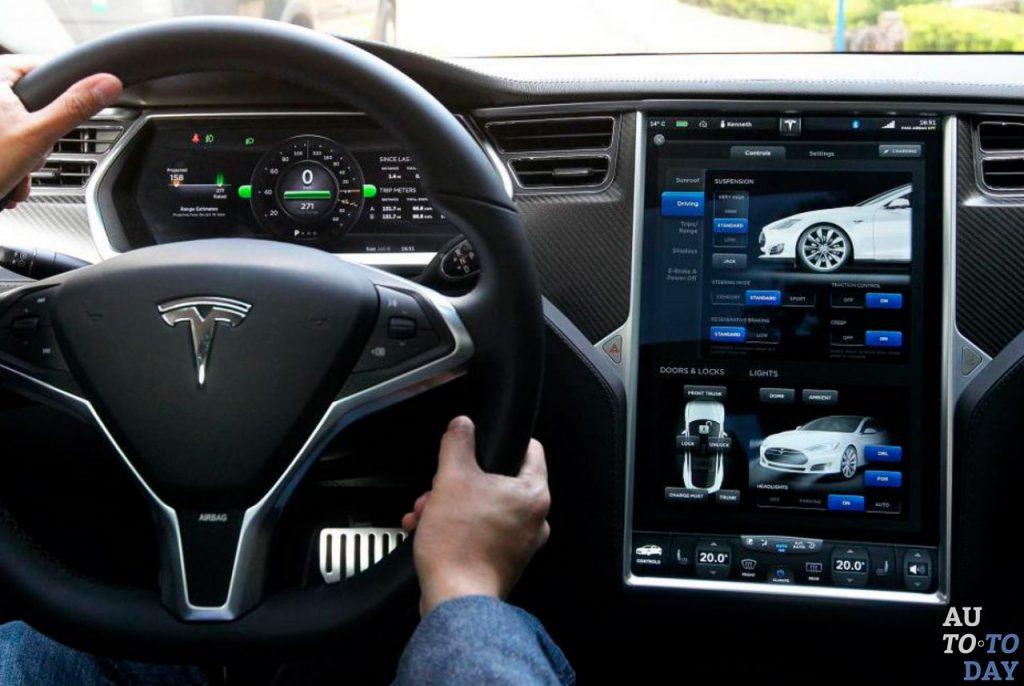 Приборная панель Tesla