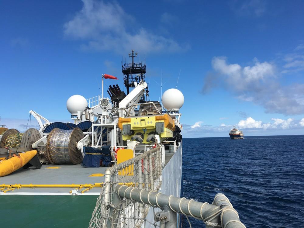 танкер в море