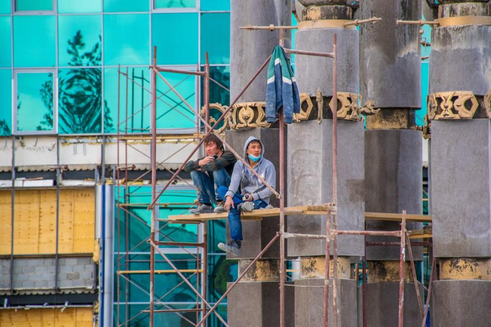 Токаев предлагает работу и 85 тысяч подъемных