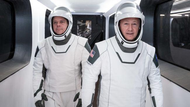 Долгожданный старт корабля Илона Маска с людьми на борту отложили в последний момент