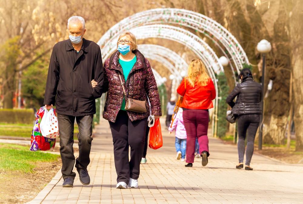 люди в масках Алматы