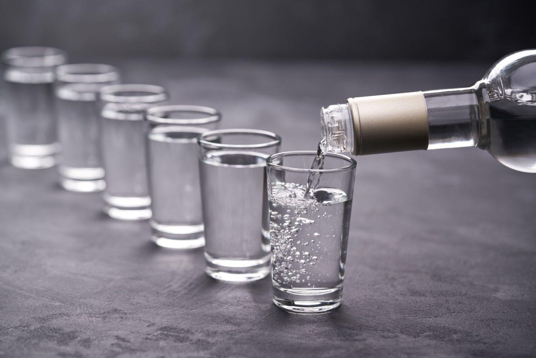 Водка лечит коронавирус? Минздрав дал официальный ответ