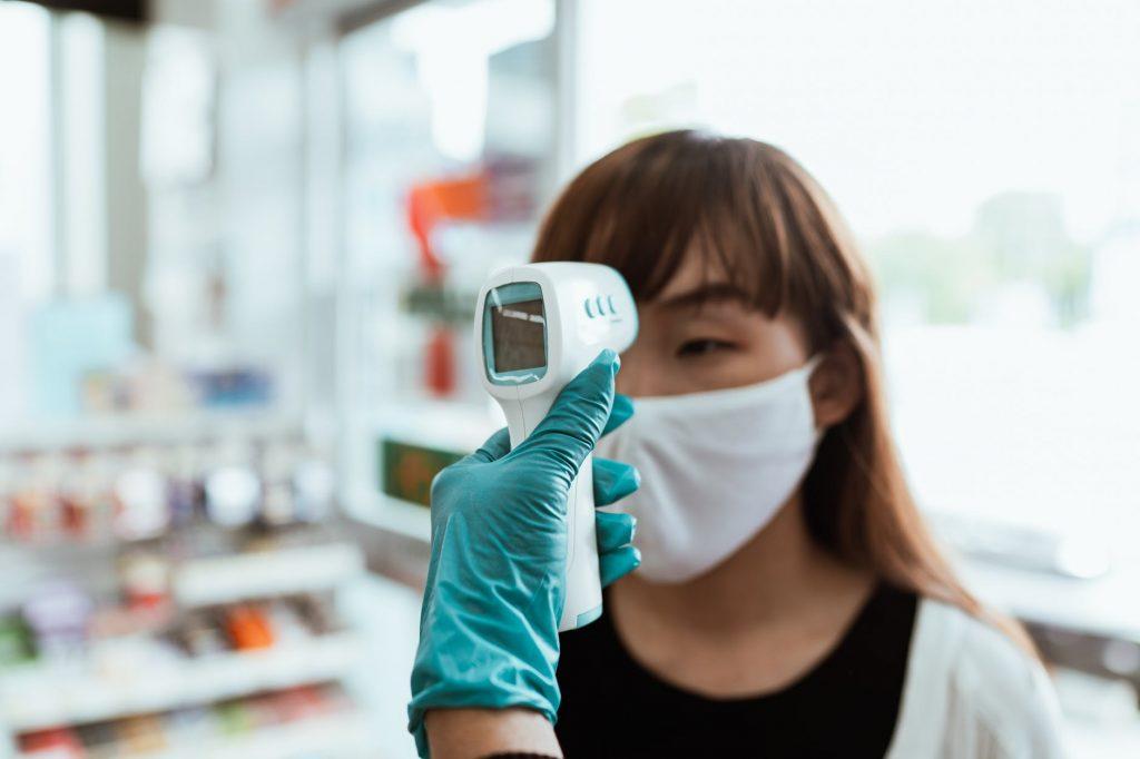 Почему эпидемия коронавируса не угасает? Причина названа