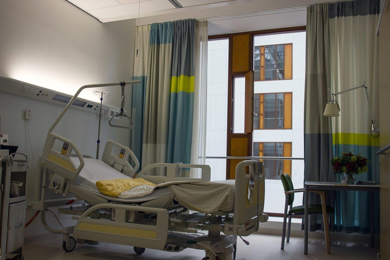 Частным клиникам не дают бесплатно принимать больных