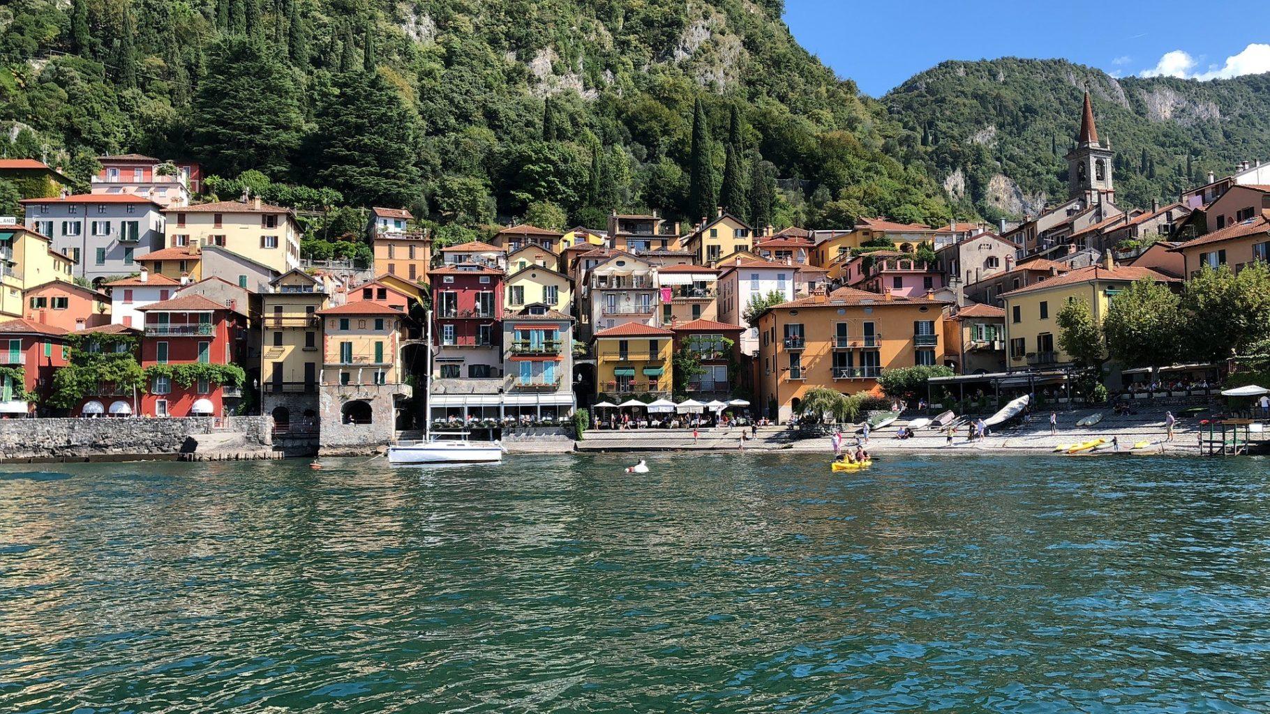 Нудистов в Италии оштрафовали за несоблюдение дистанции