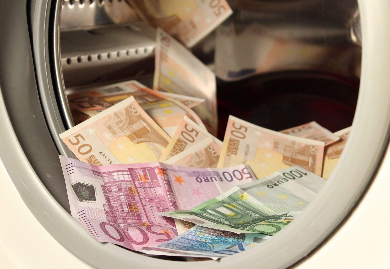 Чиновникам запретят иметь счета за границей. Ставки откатов всем известны