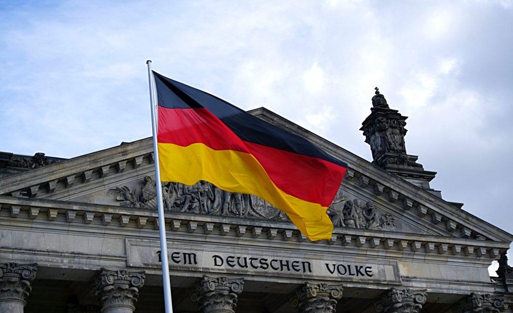 Почему в Германии наблюдается низкая смертность от COVID-19?