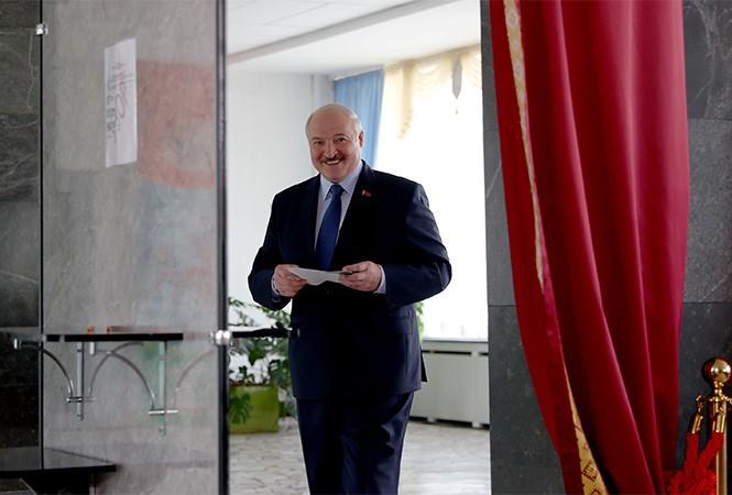 Выборы в Беларуси. По итогам экзит-полов за Лукашенко проголосовало 80% населения.