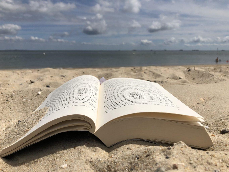 Практическая польза развлекательного чтения. Или 5 причин провести вечер с книгой