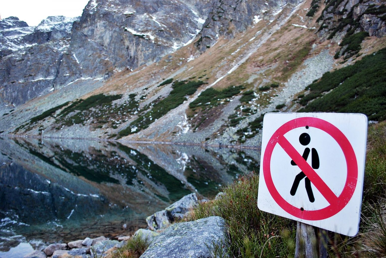 Минздрав объяснил запрет на открытие кинотеатров и пикники в горах