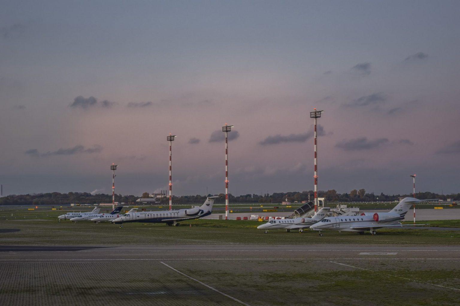 Сократить международное авиасообщение требует Минздрав