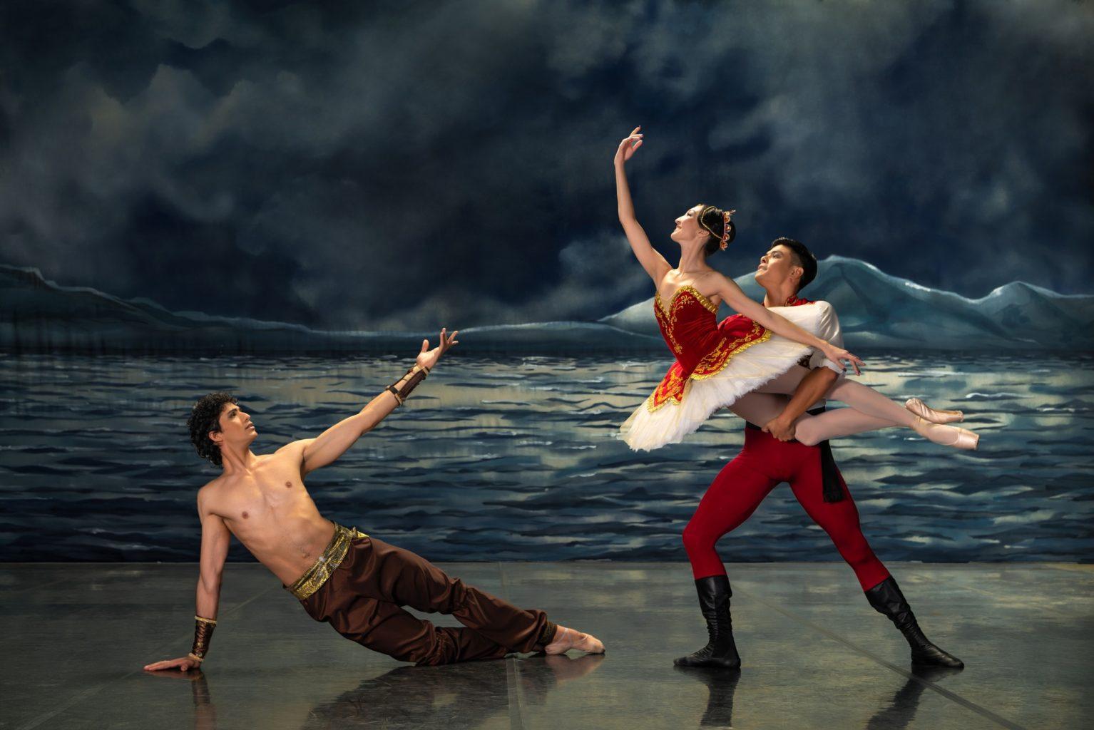 Авантюрные приключения, роскошные костюмы, великолепные декорации. Балет «Корсар» возвращается на алматинскую сцену