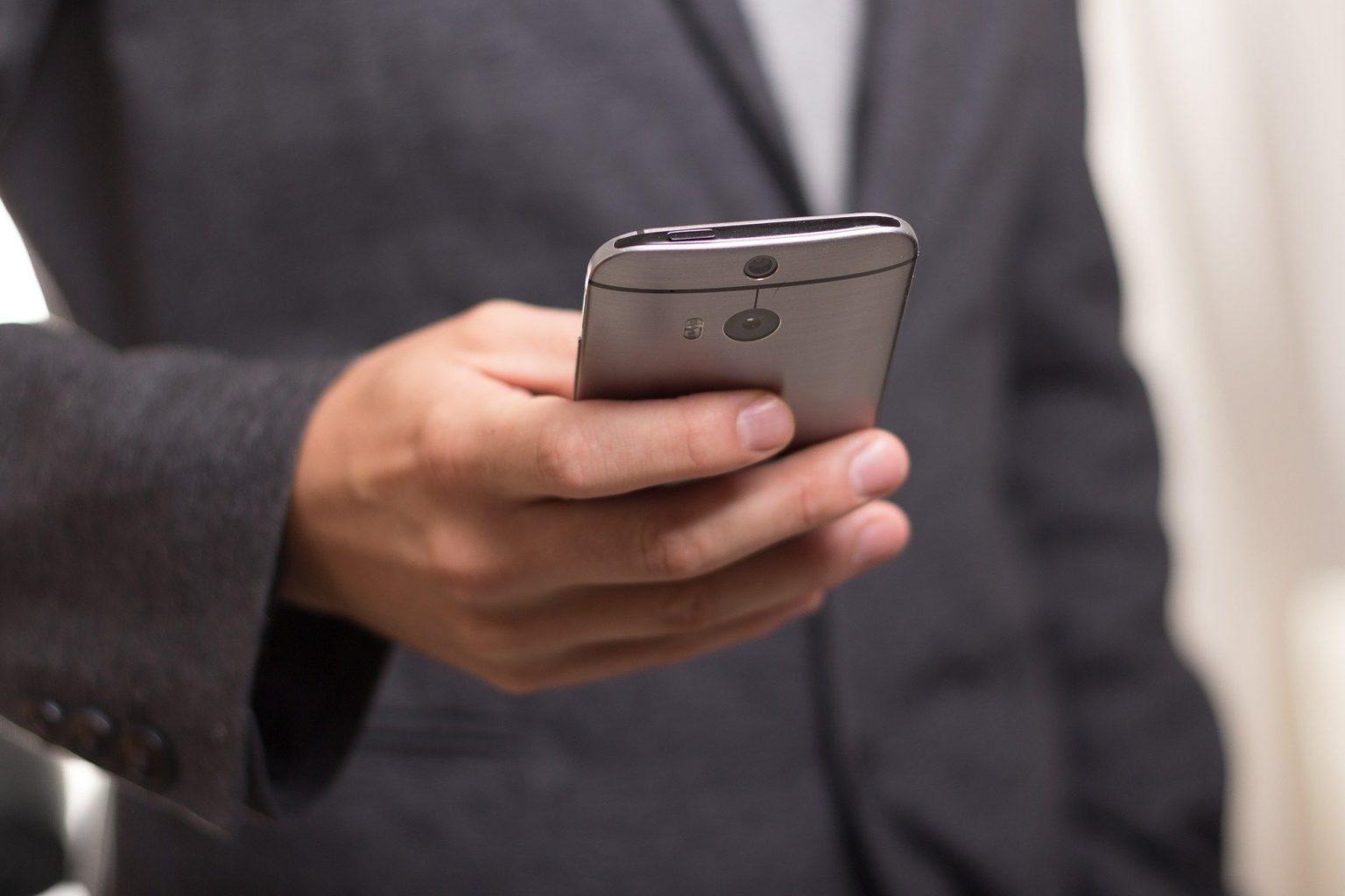 Как правильно дезинфицировать смартфон, чтобы он пережил пандемию