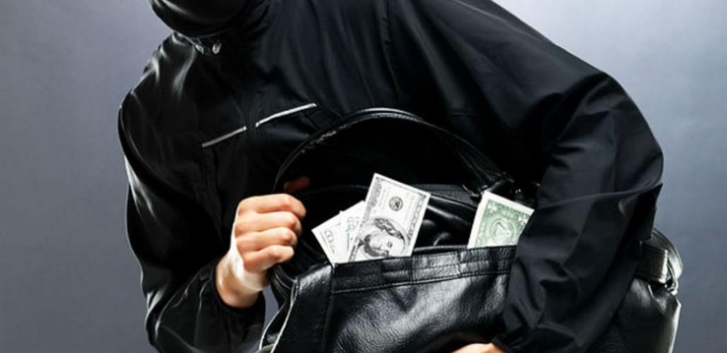 Таксиста ограбили на миллион долларов в Алматинской области