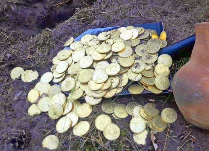 Мужчина нашел в грязи клад стоимостью один миллион долларов