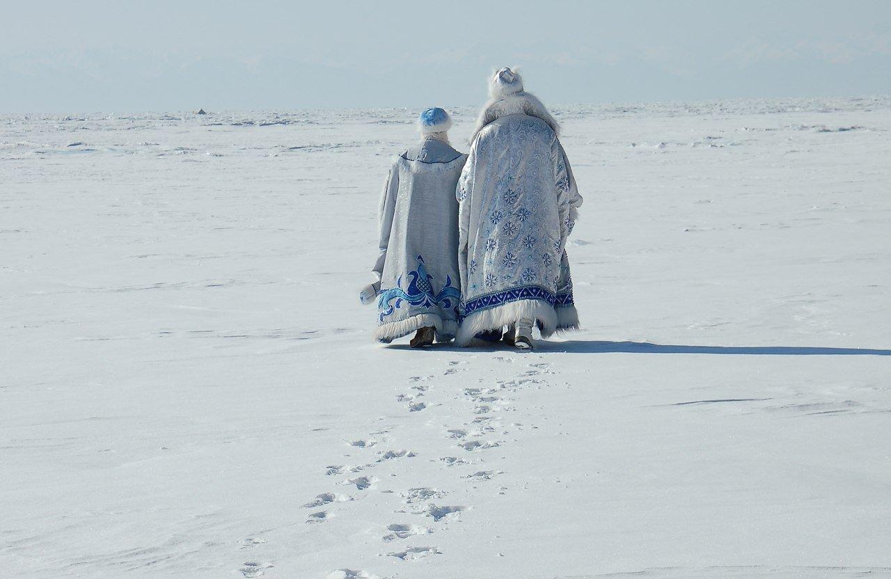 Главный санврач Алматы запретил вызов на дом Снегурочки и Деда Мороза