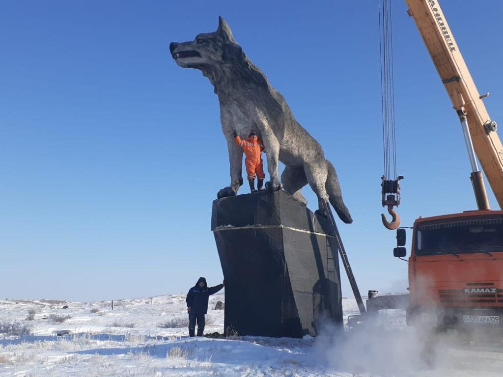 Самая высокая в мире статуя волка установлена в Казахстане