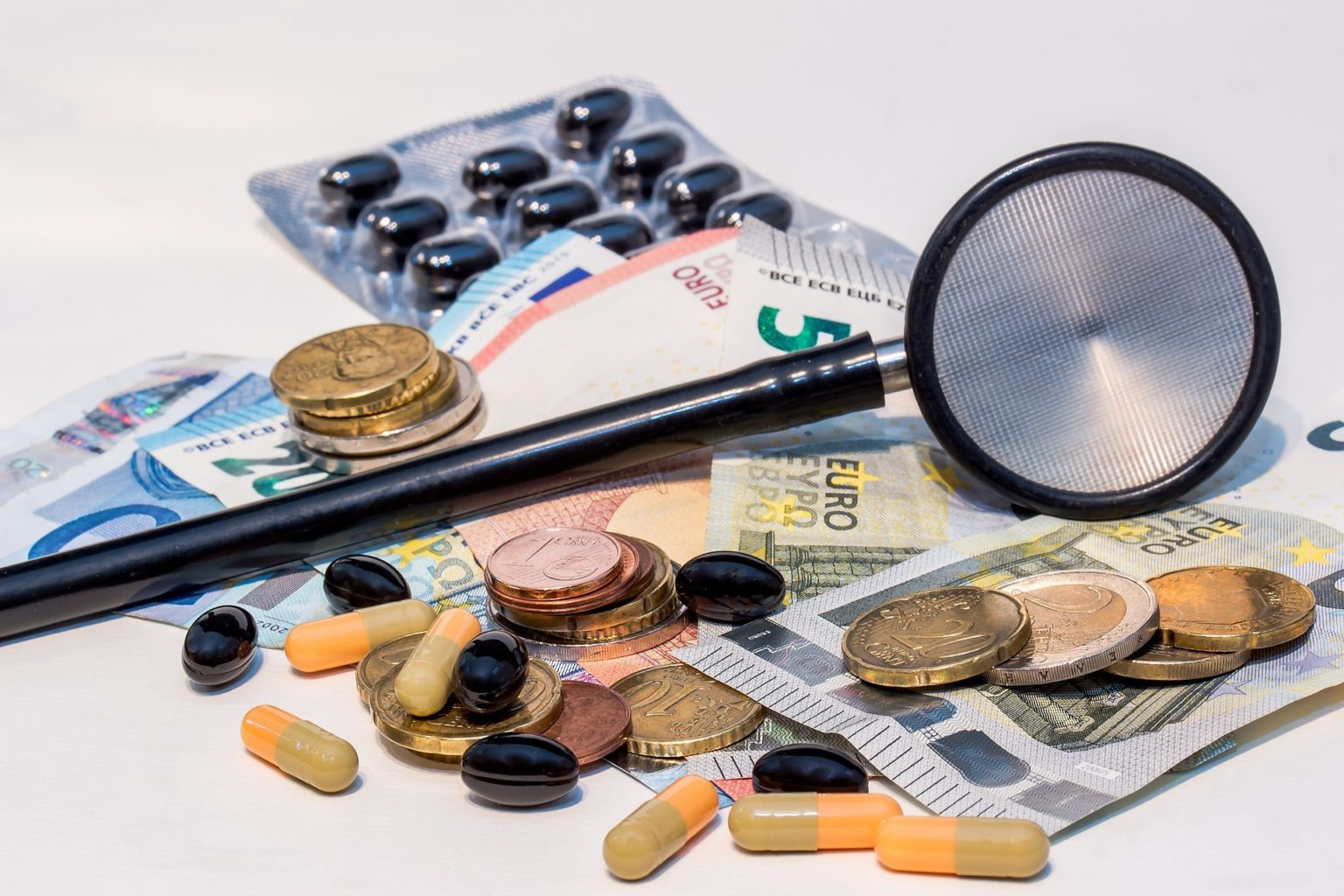 Цены на лекарства от COVID-19 снизят в РК
