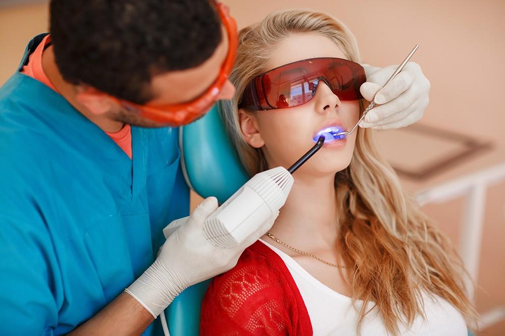 Китайцы научились лечить зубы без пломбирования