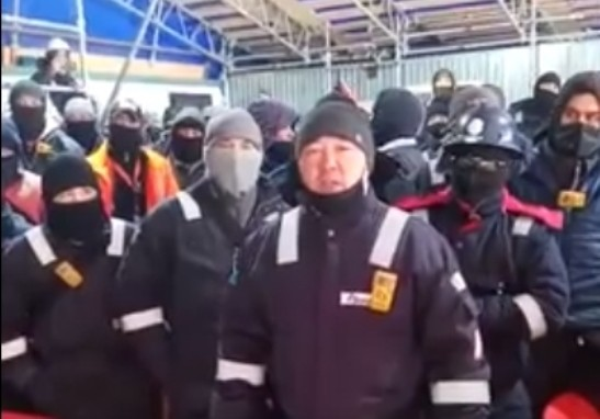 Бастующие рабочие на Карачаганаке объявили голодовку