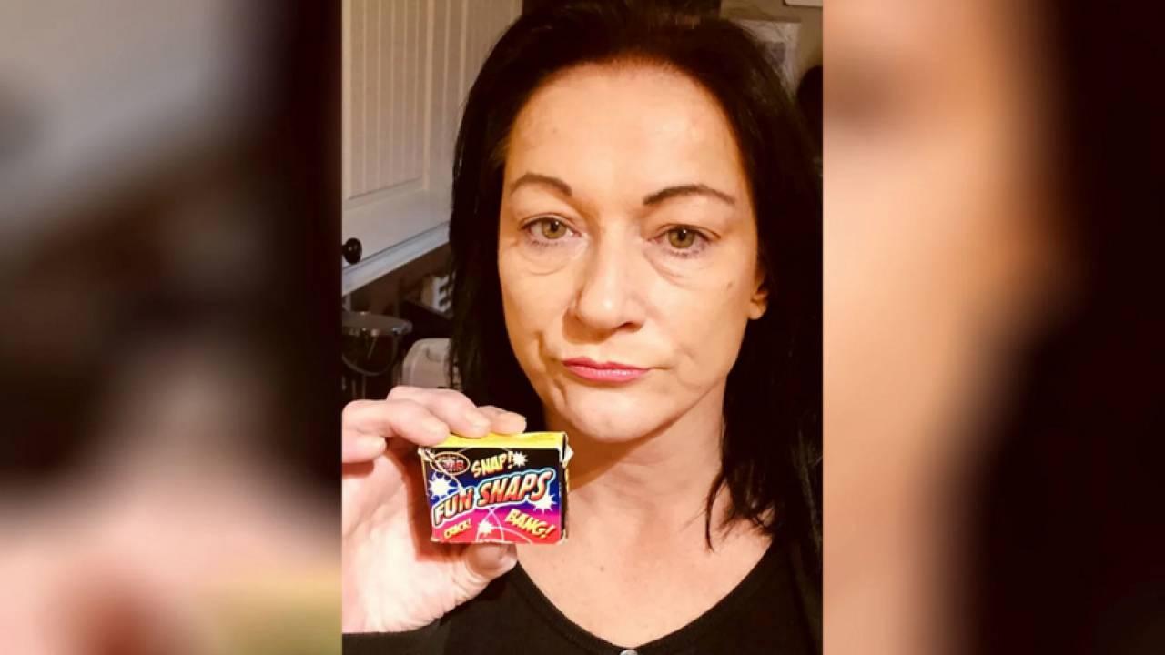 Женщина по ошибке съела петарды вместо конфет