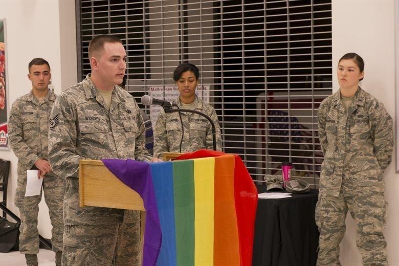 Байден разрешил трансгендерам служить в армии