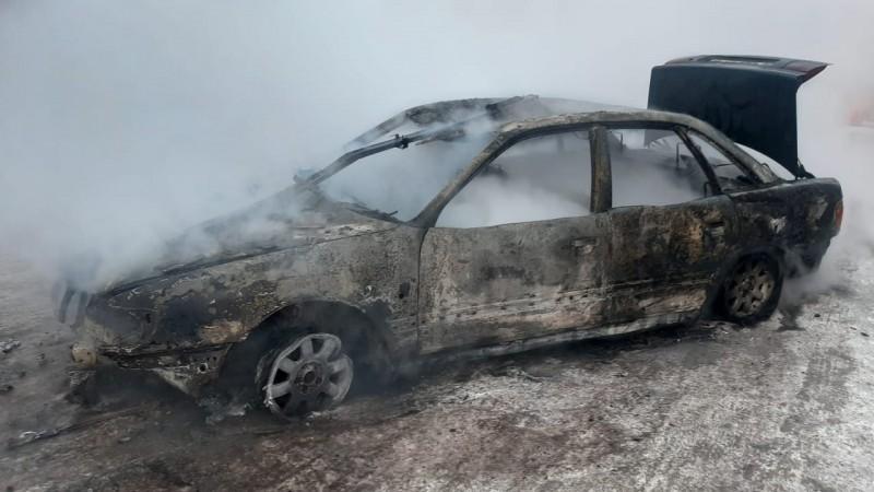 Пожар в Нур-Султане: 13 машин сгорели на автомойке (видео)