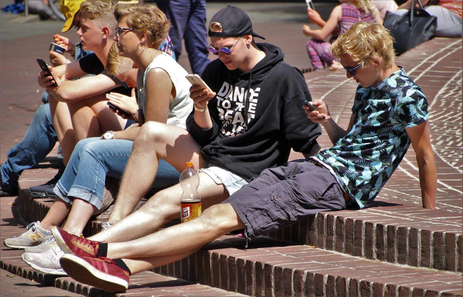 Школьникам запретят пользоваться мобильными телефонами?