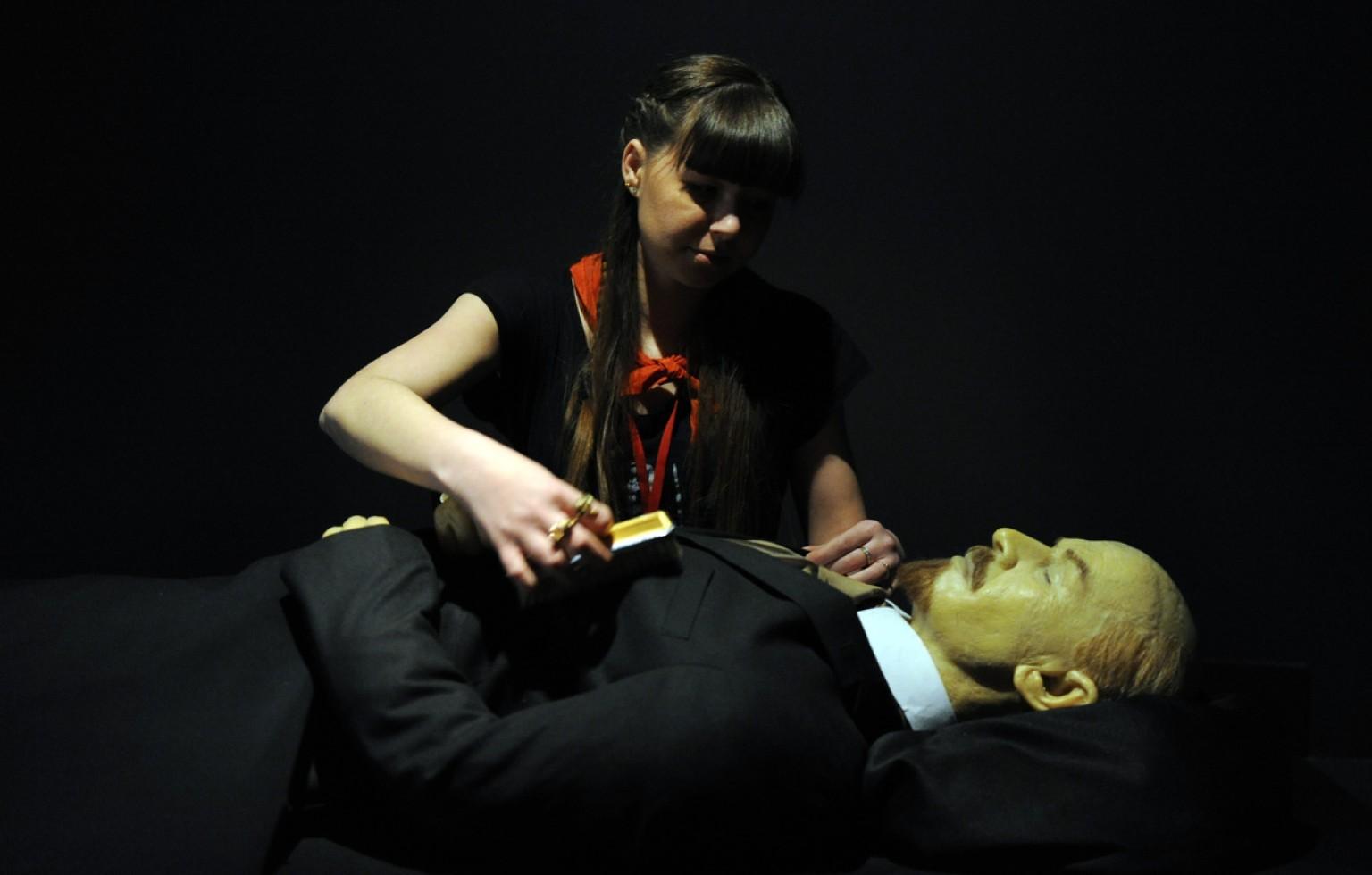 Модный дом Gucci будет шить костюмы для тела Ленина