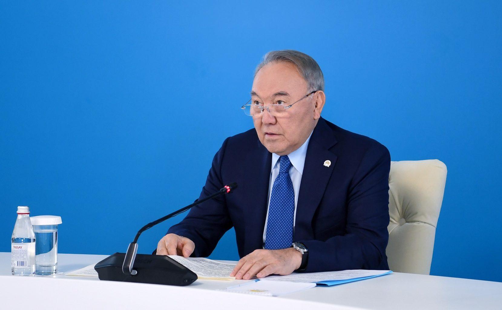 Назарбаев: Мы наблюдаем раскол общества и элит
