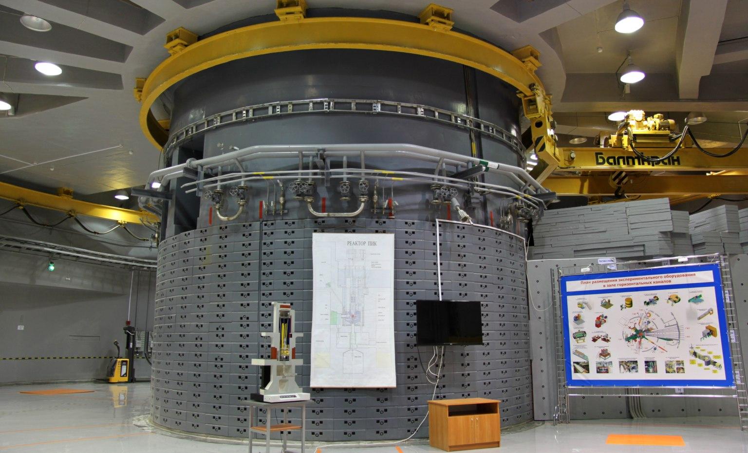Мощнейший в мире нейтронный реактор запустили в России