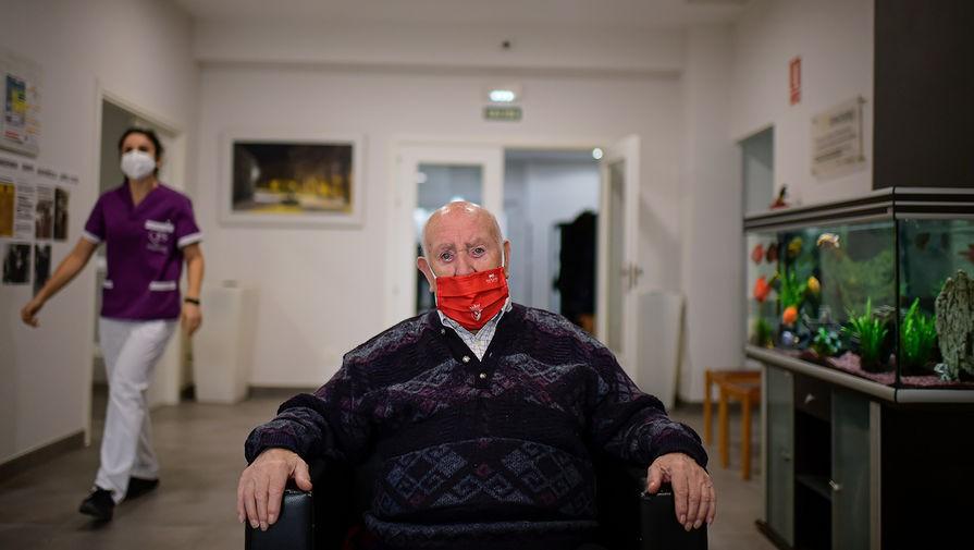 В Испании все жители дома престарелых заболели COVID-19 после прививки