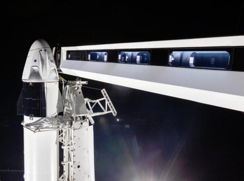 SpaceX отправит туристов на орбиту. Цена билета в космос – от