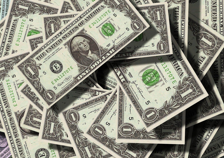 Пора срочно избавляться от долларов?