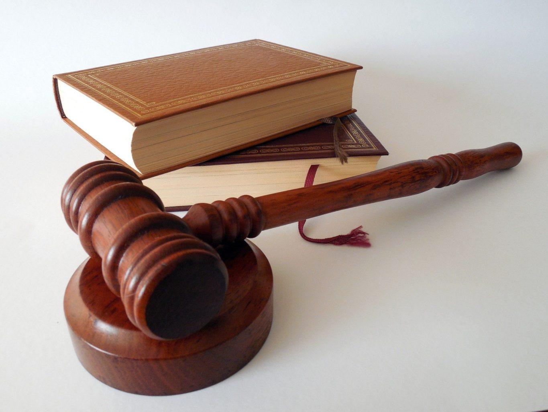 Сенатор выразил недовольство частыми изменениями в законах