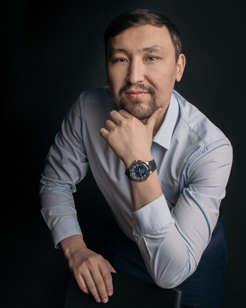 Казахстанский спортивный комментатор поддержал коллаборацию Manchester City и QNET