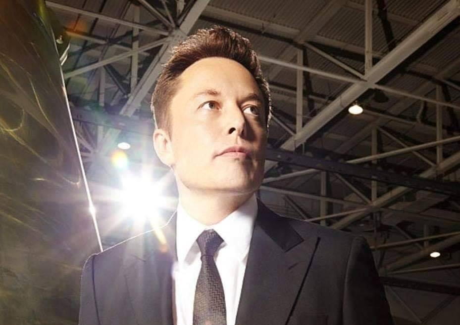 Илон Маск назначил себя технокоролем, а финдиректора Tesla — «мастером над монетой»
