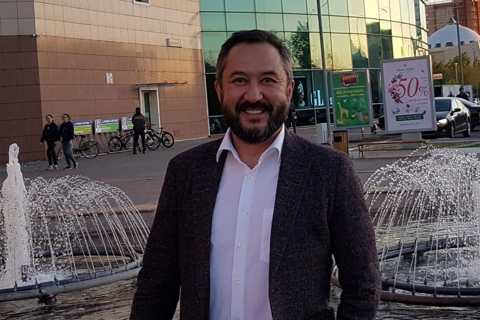 Жангельды Сулейманов требует ограничения заработных плат чиновников