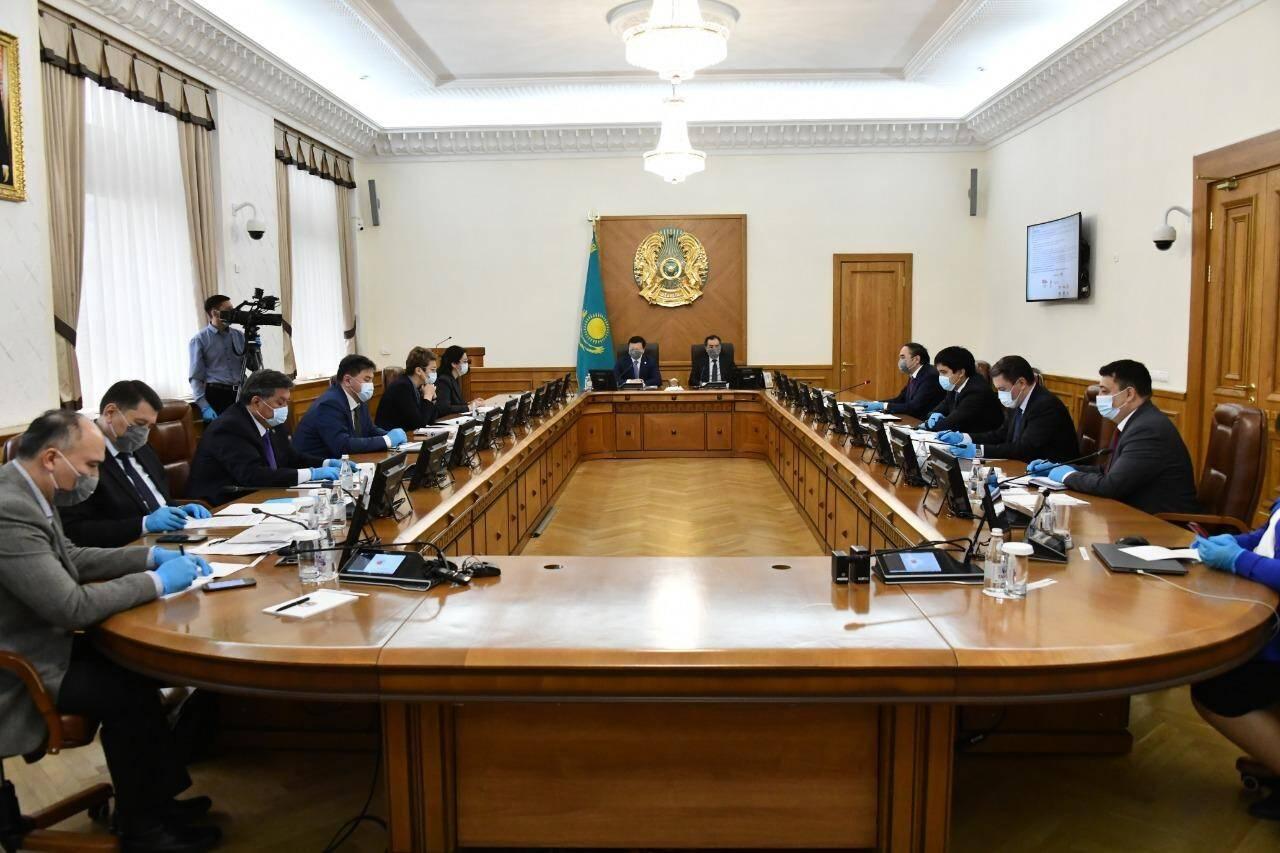 Бекшин принял участие в очном заседании, проведение которых он запретил. Кто еще нарушил правила карантина?